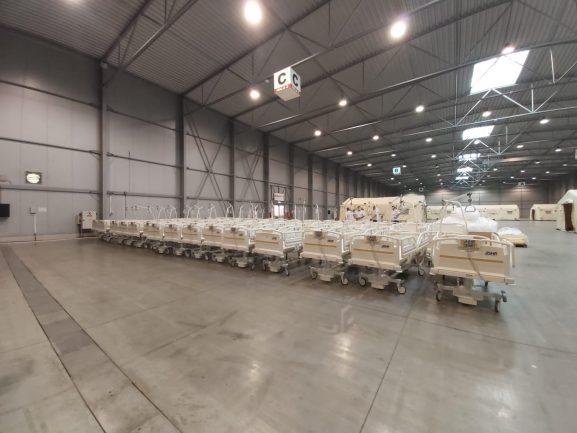 500 zdravotnických lůžek zamířilo do polní nemocnice