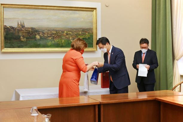 Alena Schillerová a velvyslanec Korejské republiky