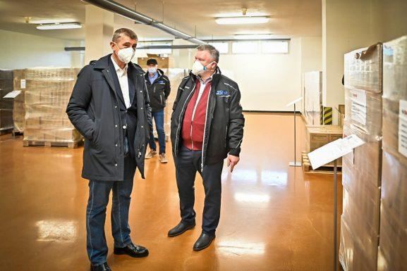 Sklad SSHR v Sedlčanech navštívil premiér Andrej Babiš