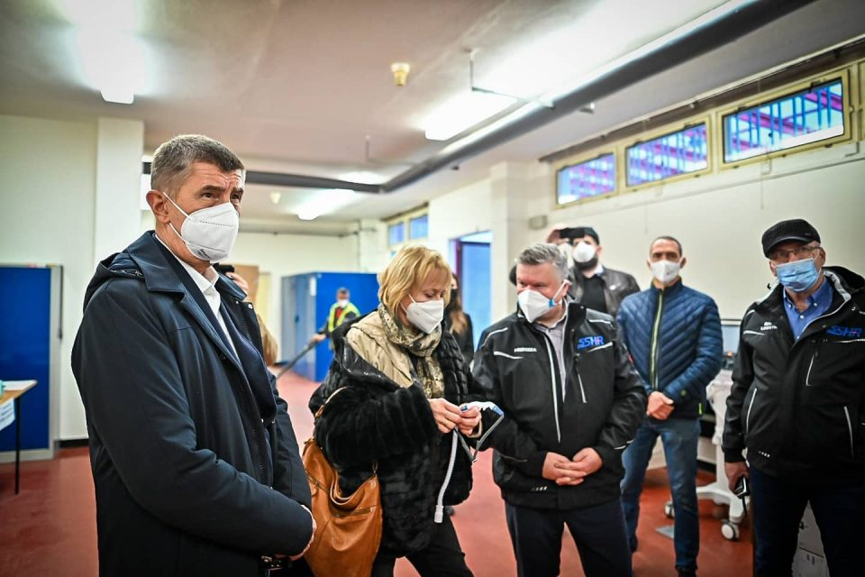 Andrej Babiš a Hana Roháčová na návštěvě skladu v Sedlčanech