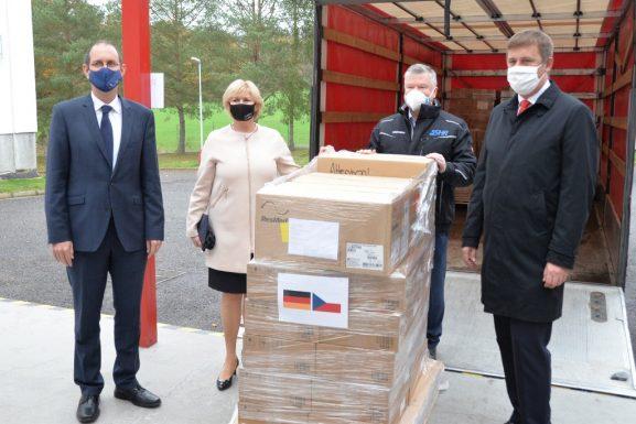 Další země posílají humanitární pomoc