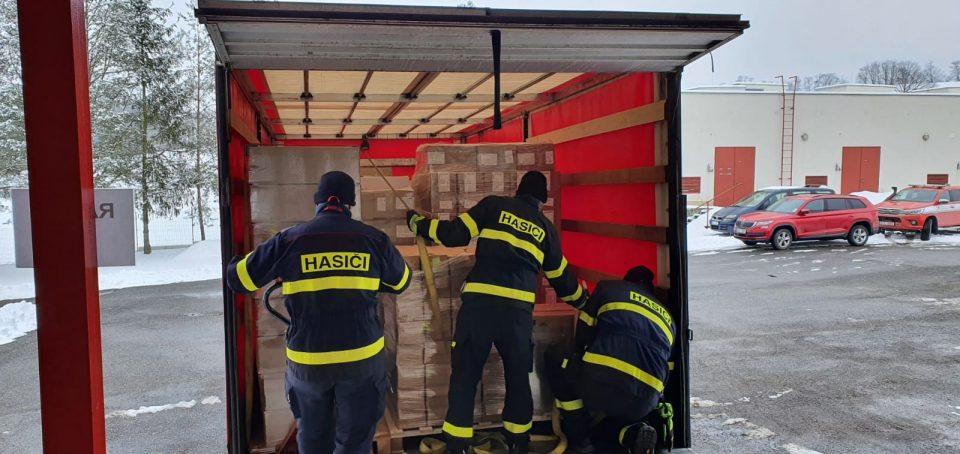 HZS nakládá humanitární pomoc pro Moldavsko